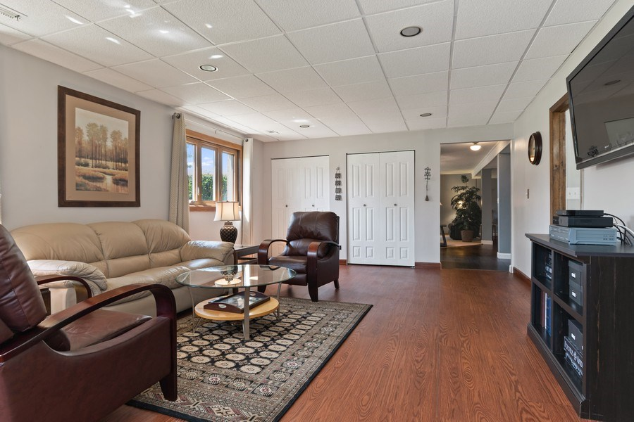 Real Estate Photography - 341 Martin Ln, Bloomingdale, IL, 60108 - Lower Level