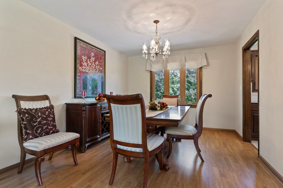 Real Estate Photography - 341 Martin Ln, Bloomingdale, IL, 60108 - Dining Room