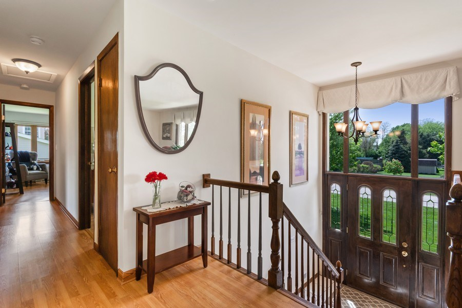 Real Estate Photography - 341 Martin Ln, Bloomingdale, IL, 60108 - Foyer