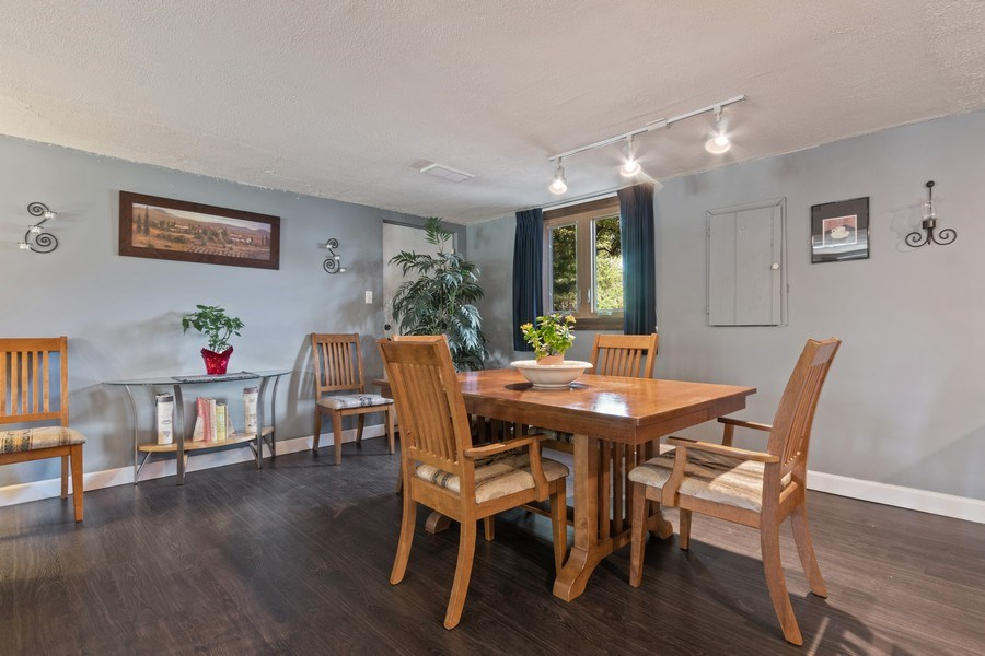 Real Estate Photography - 341 Martin Ln, Bloomingdale, IL, 60108 - Dining Area