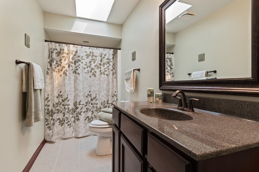 Real Estate Photography - 341 Martin Ln, Bloomingdale, IL, 60108 - Bathroom