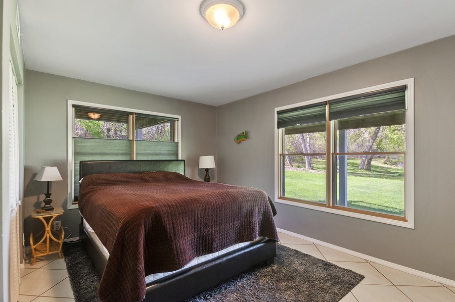 Real Estate Photography - 913 Silver Glen Rd, McHenry, IL, 60050 - Guest Bedroom