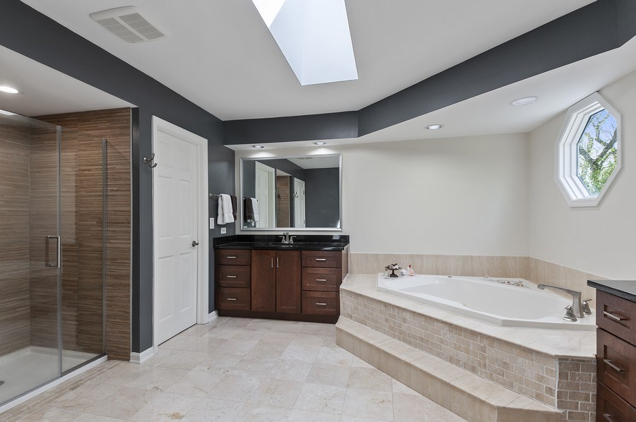 Real Estate Photography - 913 Silver Glen Rd, McHenry, IL, 60050 - Master Bathroom
