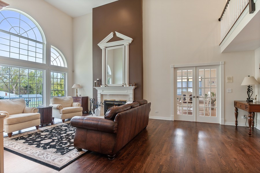 Real Estate Photography - 913 Silver Glen Rd, McHenry, IL, 60050 - Family Room