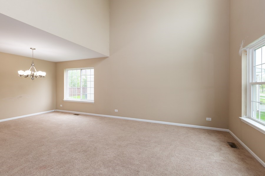Real Estate Photography - 2610 Spinnaker Dr, Aurora, IL, 60503 - Living Room