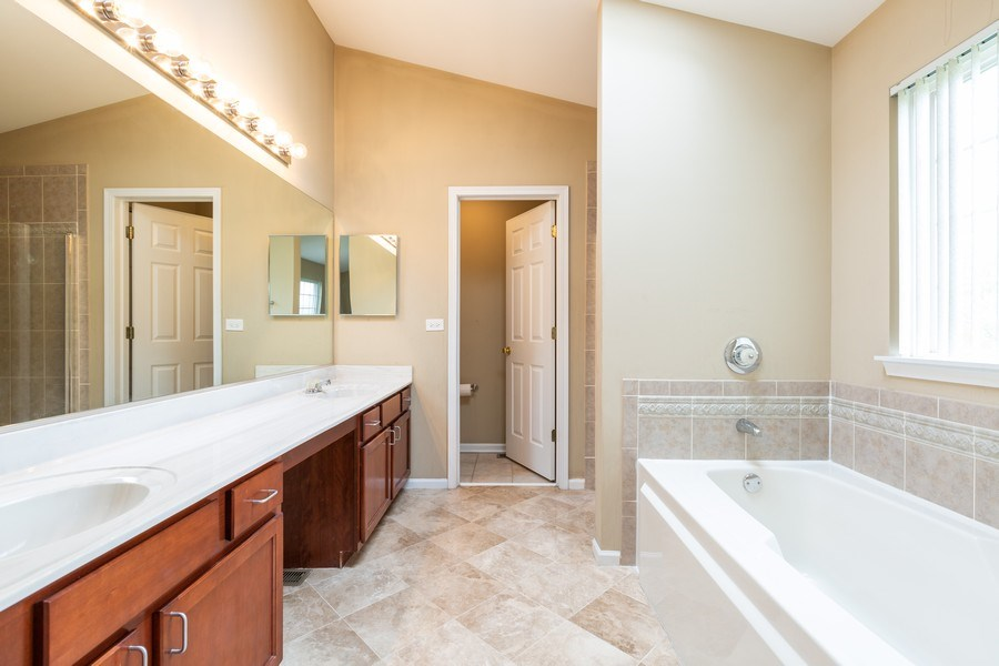 Real Estate Photography - 2610 Spinnaker Dr, Aurora, IL, 60503 - Master Bathroom