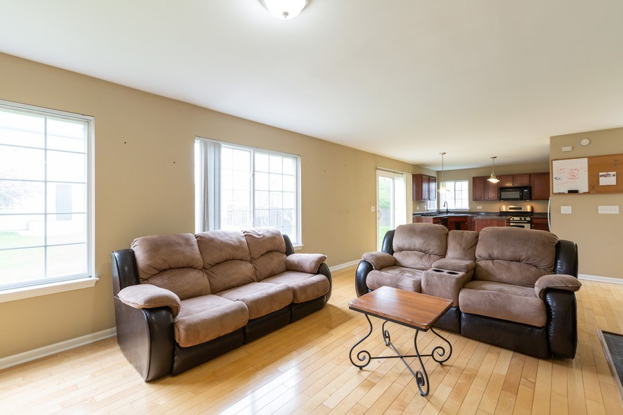 Real Estate Photography - 2610 Spinnaker Dr, Aurora, IL, 60503 - Family Room