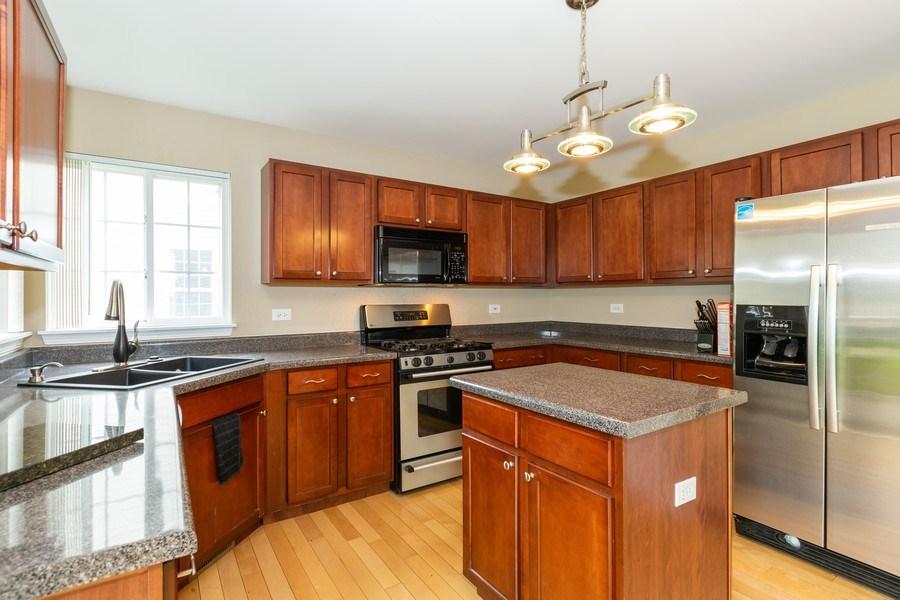 Real Estate Photography - 2610 Spinnaker Dr, Aurora, IL, 60503 - Kitchen
