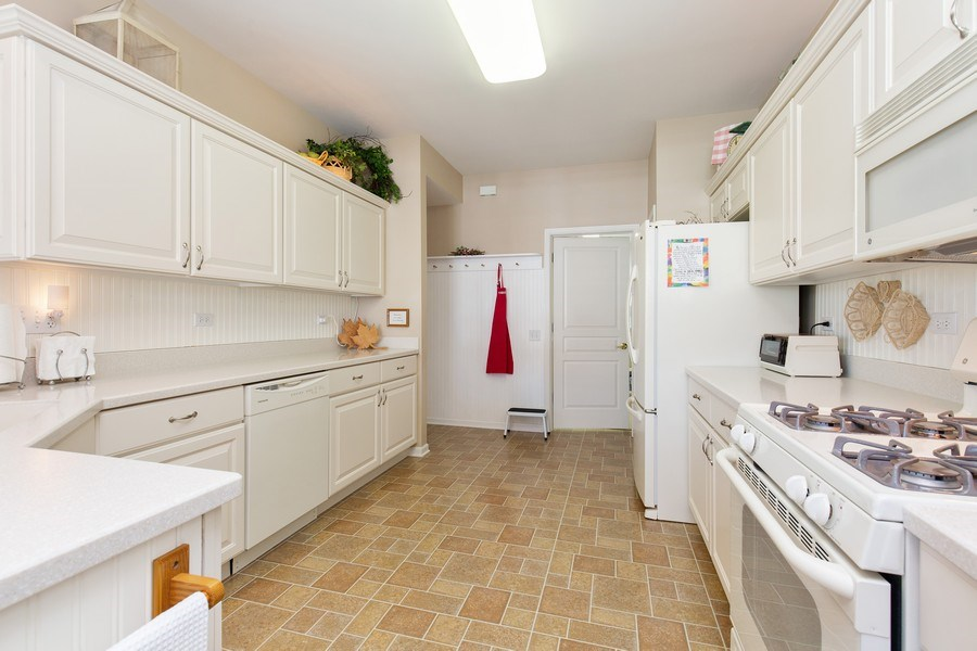Real Estate Photography - 11890 Covey Lane, Huntley, IL, 60142 - Kitchen