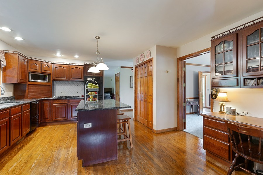 Real Estate Photography - 5 Liberty Court, Cary, IL, 60013 - Kitchen