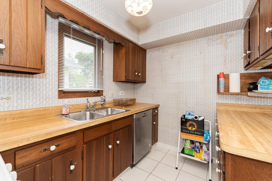 Real Estate Photography - 434 Morgan St, Elgin, IL, 60123 - Kitchen