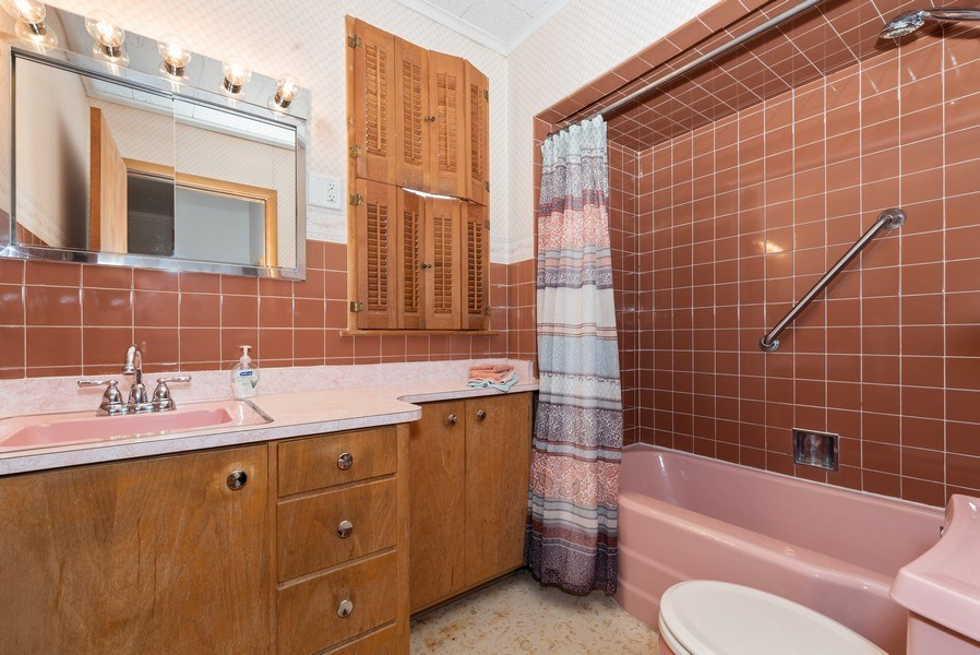 Real Estate Photography - 434 Morgan St, Elgin, IL, 60123 - Bathroom