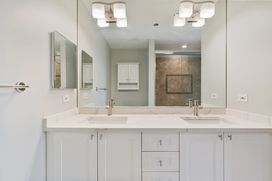 Real Estate Photography - 737 W Washington Blvd, Unit 2403, Chicago, IL, 60661 - Master Bathroom