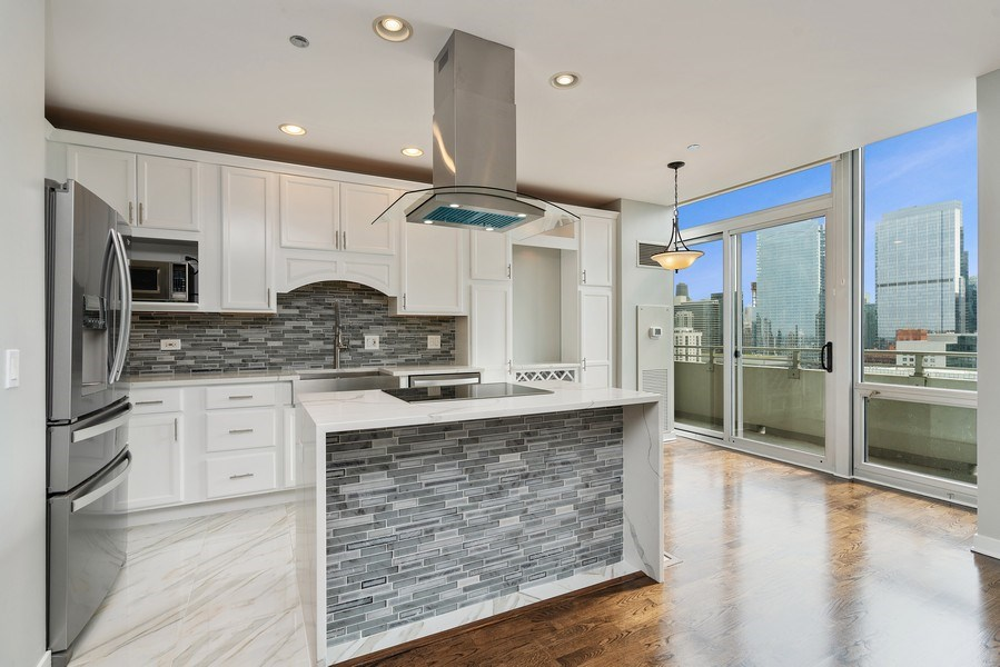 Real Estate Photography - 737 W Washington Blvd, Unit 2403, Chicago, IL, 60661 - Kitchen