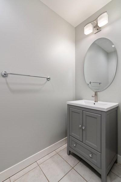 Real Estate Photography - 737 W Washington Blvd, Unit 2403, Chicago, IL, 60661 - Bathroom