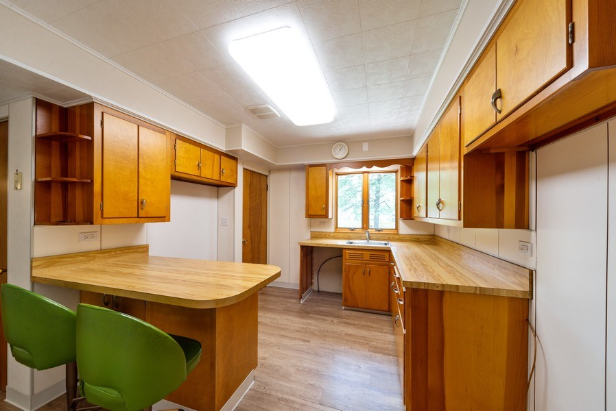 Real Estate Photography - 1333 White St, Des Plaines, IL, 60018 - Kitchen