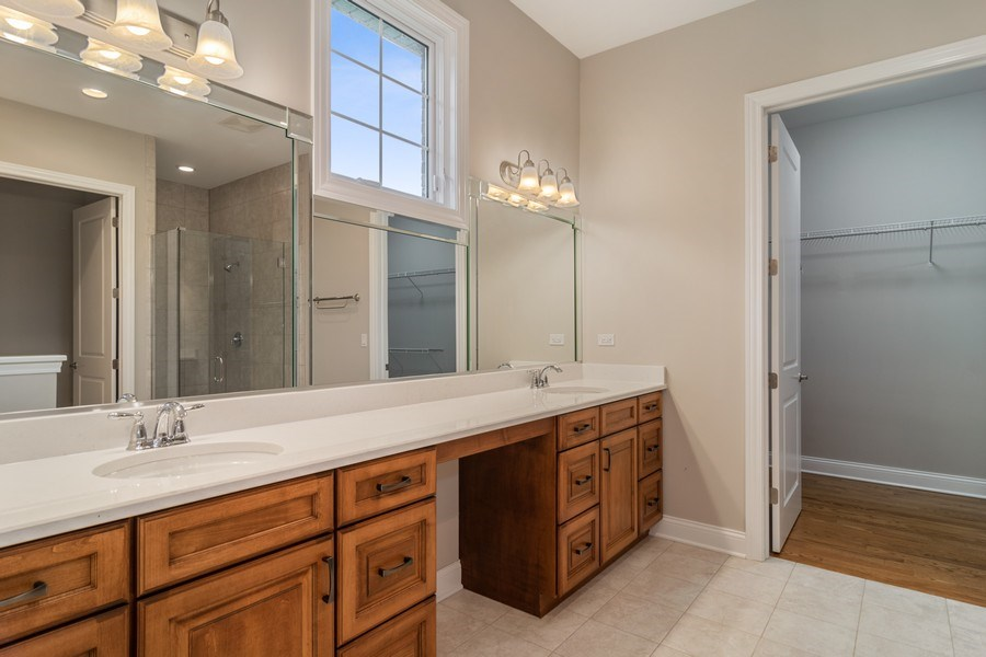 Real Estate Photography - 214 donmor dr, bloomingdale, IL, 60108 - Master Bathroom