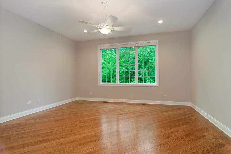 Real Estate Photography - 214 donmor dr, bloomingdale, IL, 60108 - Master Bedroom