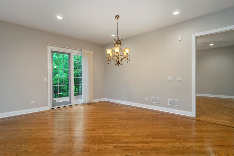 Real Estate Photography - 214 donmor dr, bloomingdale, IL, 60108 - Dining Room