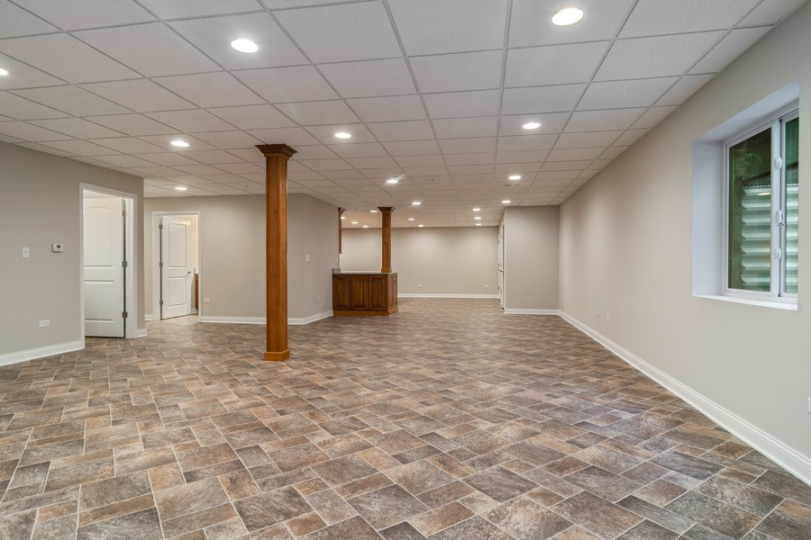 Real Estate Photography - 214 donmor dr, bloomingdale, IL, 60108 - Basement