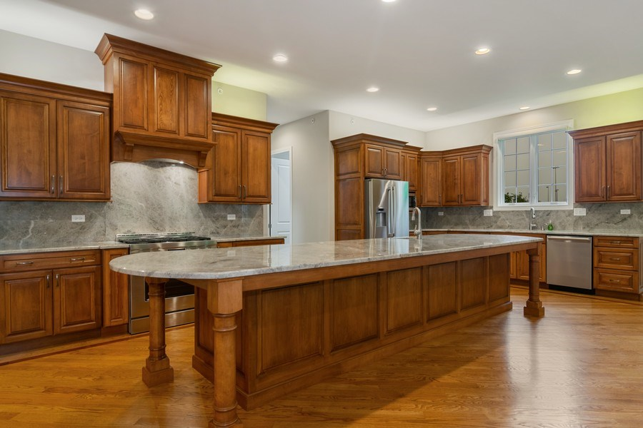Real Estate Photography - 214 donmor dr, bloomingdale, IL, 60108 - Kitchen