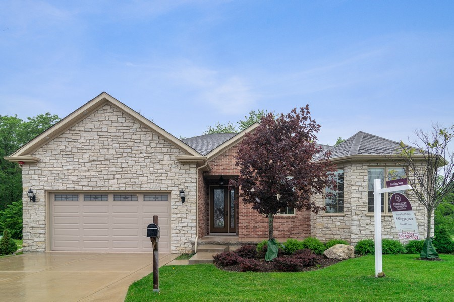 Real Estate Photography - 214 donmor dr, bloomingdale, IL, 60108 - Front View