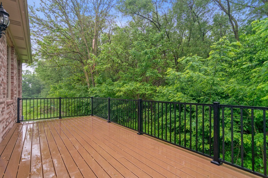Real Estate Photography - 214 donmor dr, bloomingdale, IL, 60108 - Deck
