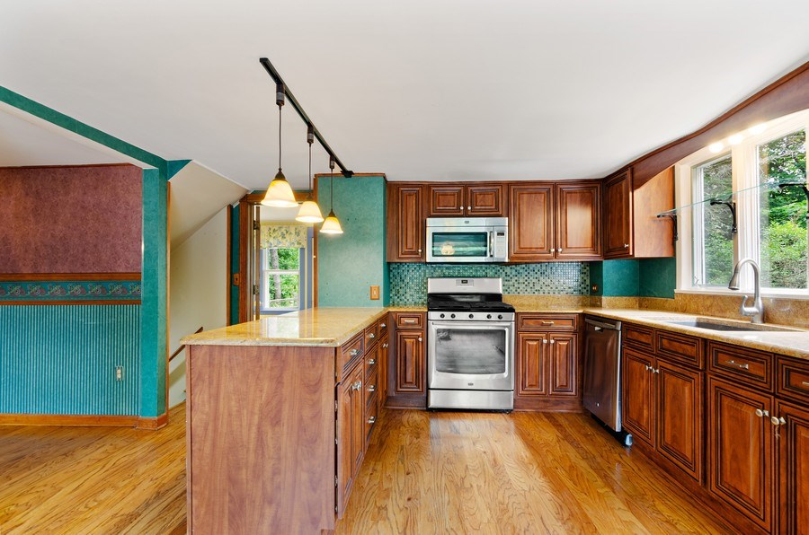 Real Estate Photography - 17N029 Sleepy Hollow Road, Dundee, IL, 60118 - Kitchen