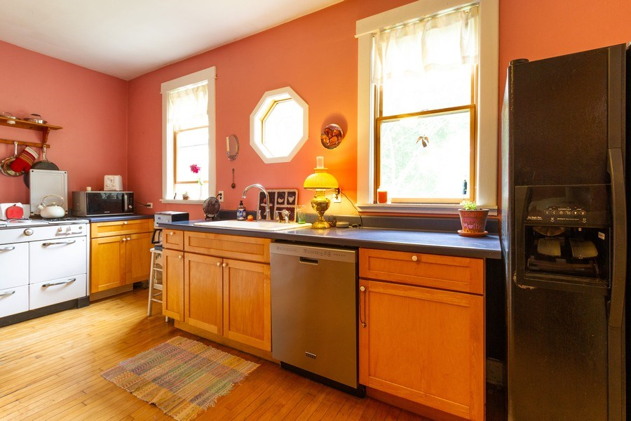 Real Estate Photography - 113 S Dunton Avenue, Arlington Heights, IL, 60051 - Kitchen