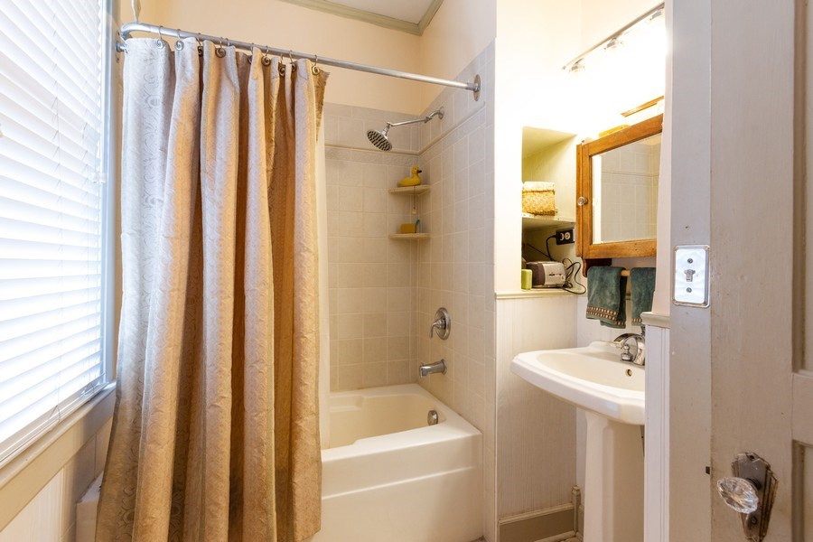 Real Estate Photography - 113 S Dunton Avenue, Arlington Heights, IL, 60051 - Bathroom