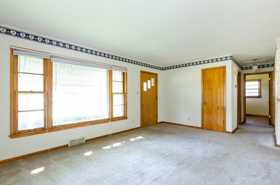 Real Estate Photography - 155 Hickory Dr, Crystal Lake, IL, 60014 - Living Room
