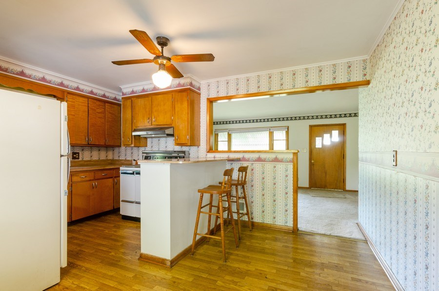 Real Estate Photography - 155 Hickory Dr, Crystal Lake, IL, 60014 - Kitchen