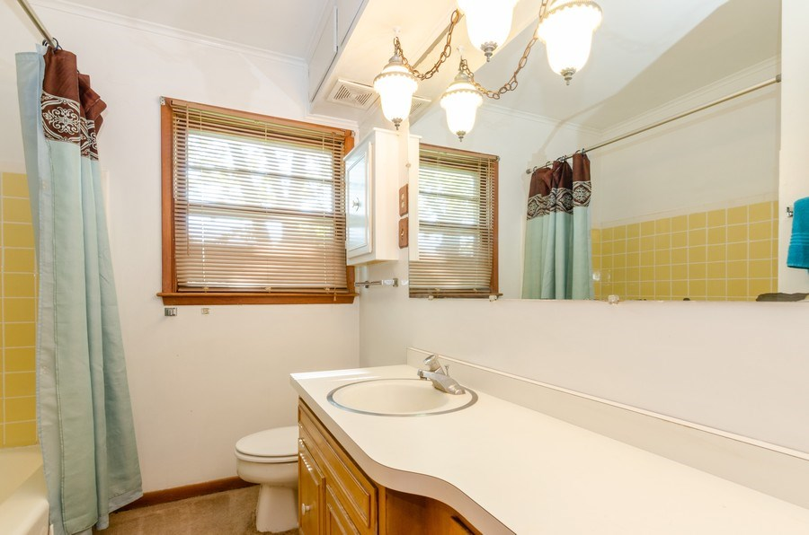 Real Estate Photography - 155 Hickory Dr, Crystal Lake, IL, 60014 - Bathroom