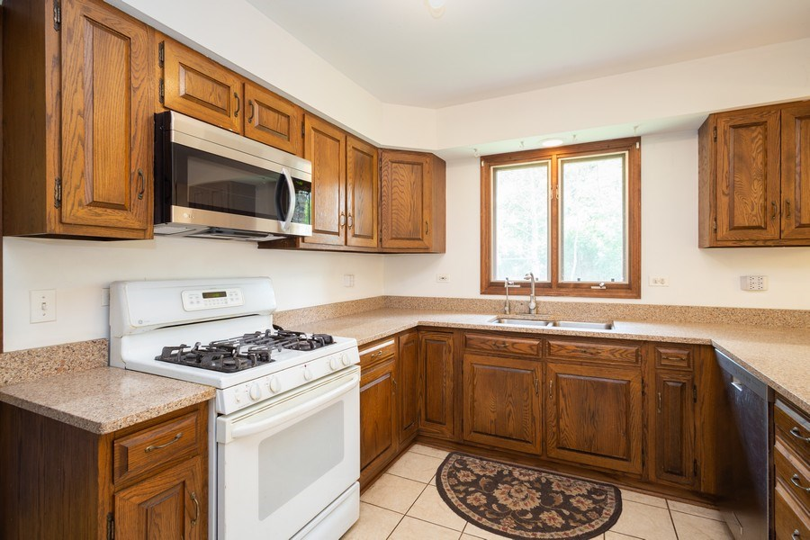 Real Estate Photography - 925 N. Franklin Avenue, Palatine, IL, 60067 - Kitchen