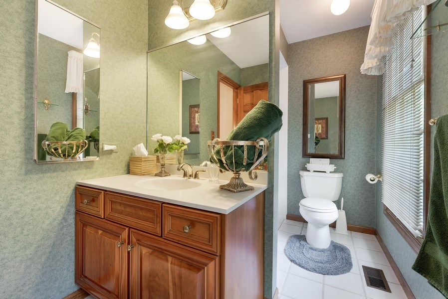 Real Estate Photography - 6705 Lexington Trail, Crystal Lake, IL, 60012 - 2nd Bathroom