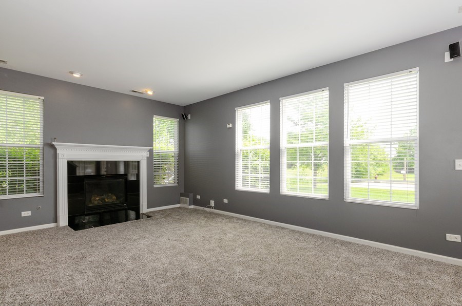Real Estate Photography - 2610 Williamsburg Dr, Algonquin, IL, 60102 - Living Room