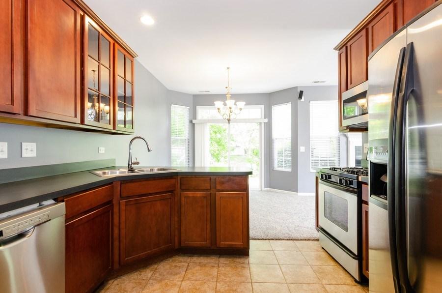 Real Estate Photography - 2610 Williamsburg Dr, Algonquin, IL, 60102 - Kitchen