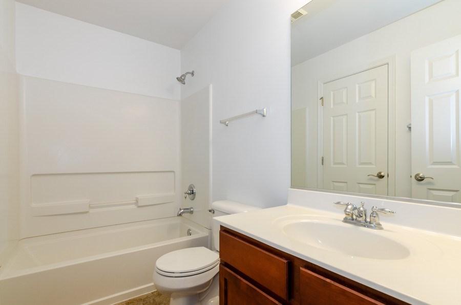 Real Estate Photography - 2610 Williamsburg Dr, Algonquin, IL, 60102 - 2nd Bathroom