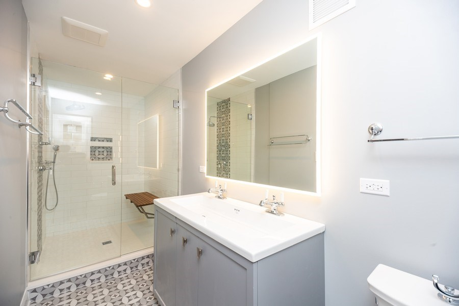 Real Estate Photography - 1501 Central Pkwy, Glenview, IL, 60025 - Master Bathroom