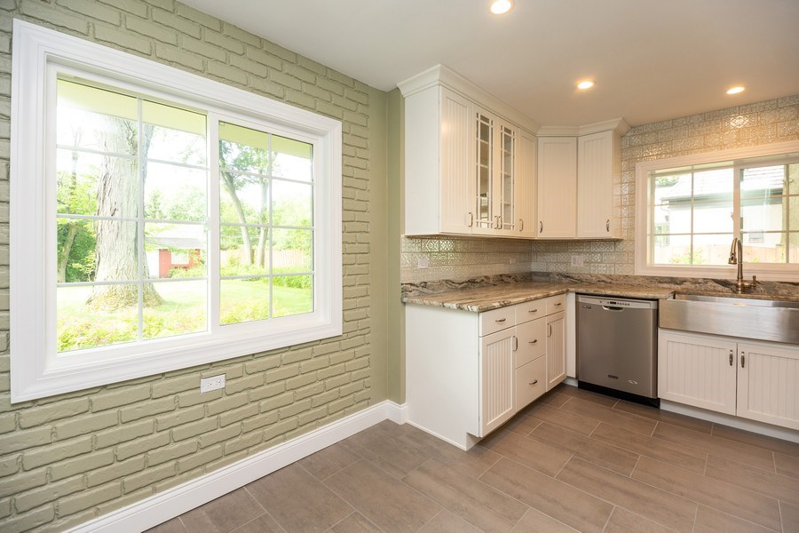 Real Estate Photography - 1501 Central Pkwy, Glenview, IL, 60025 - Kitchen / Breakfast Room