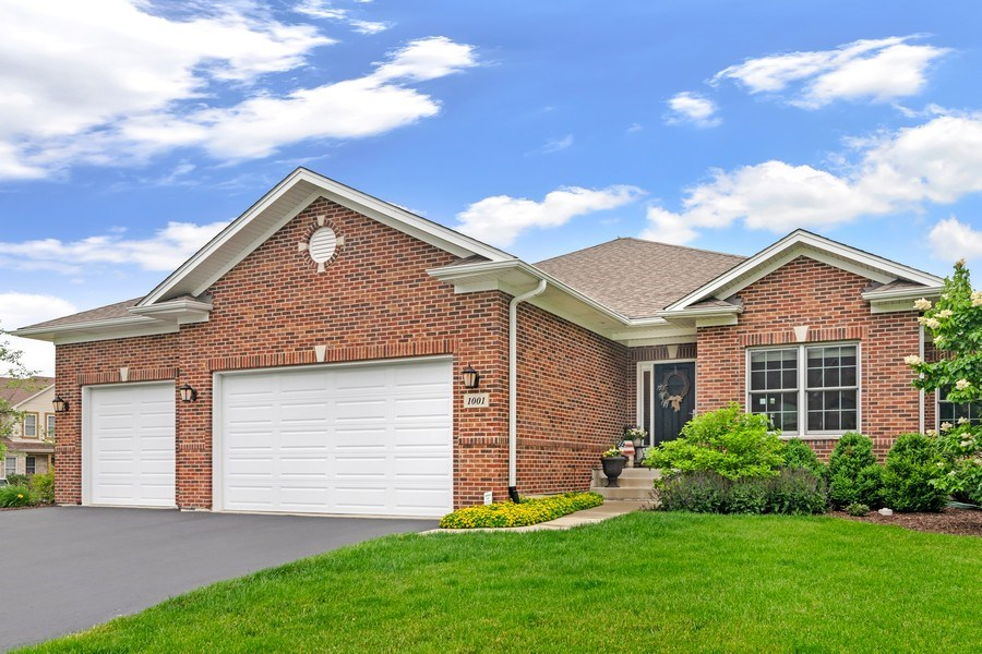 Real Estate Photography - 1001 Kingsmill Dr., Algonquin, IL, 60102 - Front View