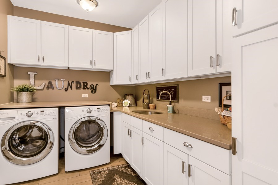 Real Estate Photography - 1001 Kingsmill Dr., Algonquin, IL, 60102 - Laundry Room