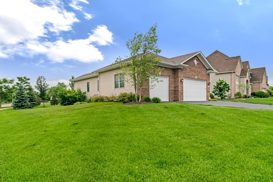 Real Estate Photography - 1001 Kingsmill Dr., Algonquin, IL, 60102 - Side View