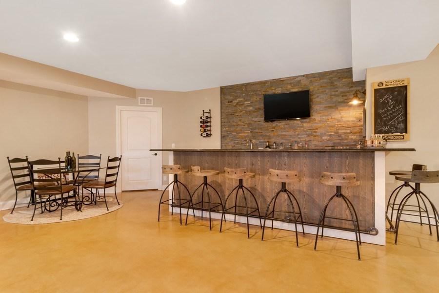 Real Estate Photography - 1001 Kingsmill Dr., Algonquin, IL, 60102 - Bar
