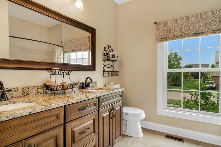 Real Estate Photography - 1001 Kingsmill Dr., Algonquin, IL, 60102 - Bathroom