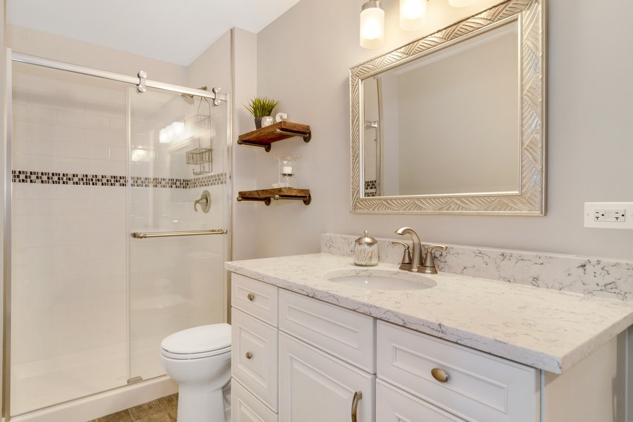 Real Estate Photography - 1001 Kingsmill Dr., Algonquin, IL, 60102 - 2nd Bathroom