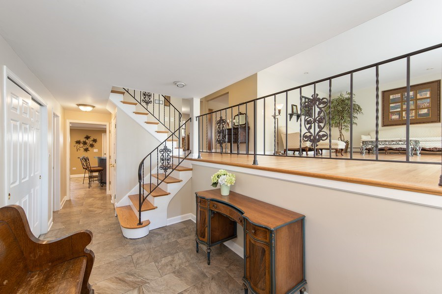Real Estate Photography - 904 W George St, Arlington Heights, IL, 60005 - Foyer