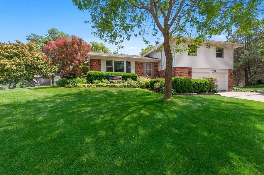 Real Estate Photography - 735 Concord, Algonquin, IL, 60102 - Front View
