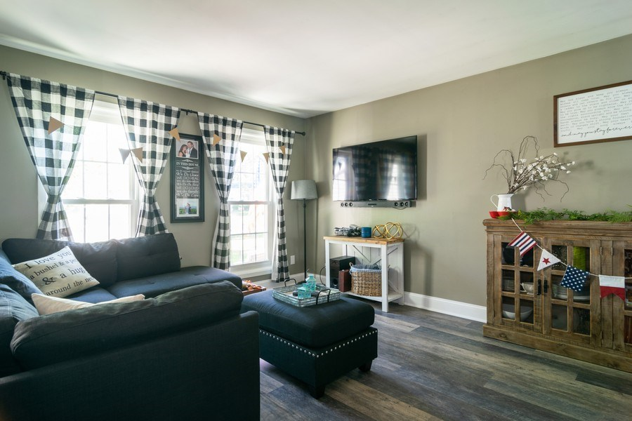 Real Estate Photography - 412 Chippendale Dr., Bartlett, IL, 60103 - Living Room