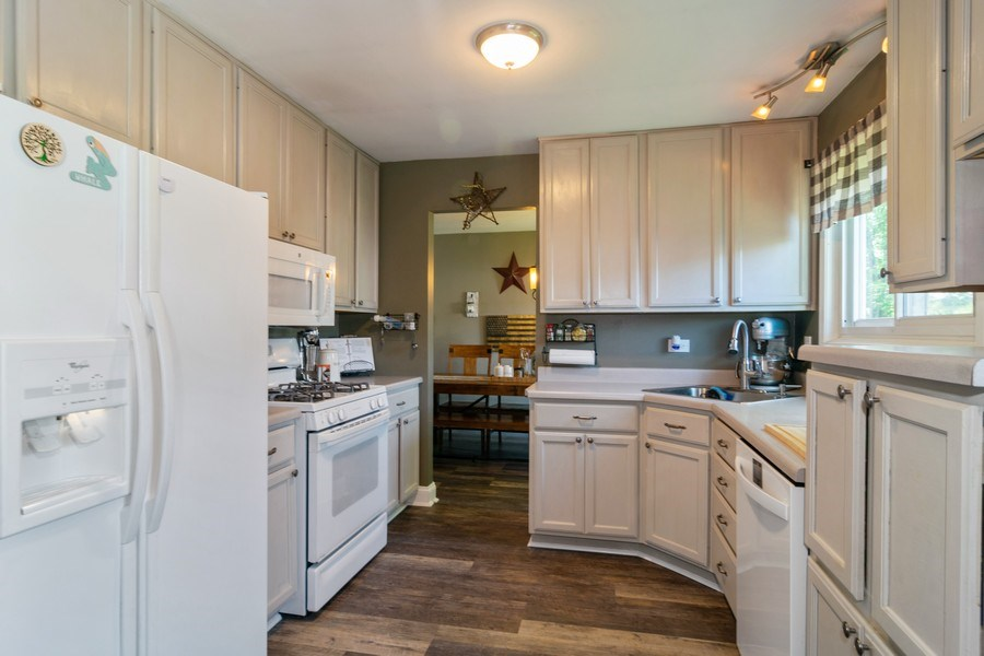 Real Estate Photography - 412 Chippendale Dr., Bartlett, IL, 60103 - Kitchen